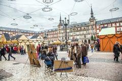 Οι άνθρωποι έχουν τη διασκέδαση στο χρόνο Χριστουγέννων Στοκ Εικόνες
