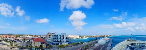 Οι άνθρωποι απολαμβάνουν το μονάρχη κρουαζιερόπλοιων που ταξιδεύει στο Aruba, bonaire, το Κουρασάο, τον Παναμά και την Καρχηδόνα στοκ φωτογραφίες