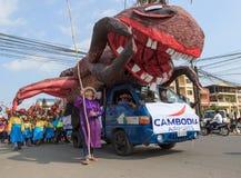 Οι άνθρωποι αποδίδουν σε Sihanoukville ετήσιο καρναβάλι Στοκ φωτογραφία με δικαίωμα ελεύθερης χρήσης