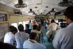 Οι άνθρωποι απολαμβάνουν ένα τραίνο Peshawar Azadi για να επιτεθούν στην πόλη Στοκ Εικόνες