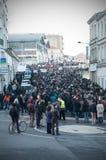 Οι άνθρωποι βαδίζουν σε έναν πολίτη Μάρτιος στο Angouleme, Γαλλία στο 11ο του Ιανουαρίου του 2015 μετά από τη δολοφονία στο Charl Στοκ Φωτογραφία