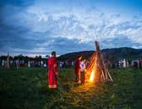 Οι άνθρωποι γιορτάζουν τις διακοπές και το ρωσικό χορό Στοκ φωτογραφία με δικαίωμα ελεύθερης χρήσης