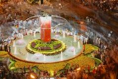 Οι άνθρωποι γιορτάζουν το σεληνιακό νέο έτος τη νύχτα στο τετράγωνο στο Ho Chi Minh, Βιετνάμ exposure long Στοκ Φωτογραφίες