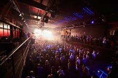 Οι άνθρωποι εξετάζουν το μέγαρο μουσικής Arash Arma παρουσιάζουν Στοκ φωτογραφία με δικαίωμα ελεύθερης χρήσης