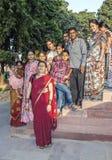 Οι άνθρωποι επισκέπτονται το κόκκινο οχυρό στο Δελχί Στοκ Φωτογραφίες