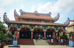 Οι άνθρωποι επισκέπτονται το ναό σε Chinatown στην Τζωρτζτάουν, Μαλαισία στοκ εικόνες