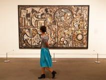 Οι άνθρωποι επισκέπτονται το Metropolitan Museum of Art στη Νέα Υόρκη Στοκ Φωτογραφίες