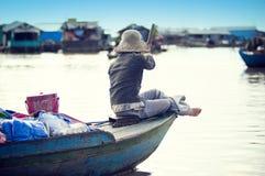 οι άνθρωποι λιμνών της Καμπότζης υποσκάπτουν tonle Στοκ Εικόνες