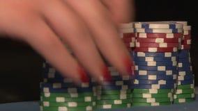 Οι άνθρωποι παίζουν το πόκερ απόθεμα βίντεο
