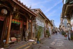 Οι άνθρωποι περπάτησαν κατά μήκος της οδού Shennong, λεωφόρος ορόσημων Α που χρονολογεί από τη δυναστεία της Qing στοκ φωτογραφία