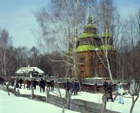 Οι άνθρωποι πηγαίνουν στις λαϊκές διακοπές Maslenitsa Στοκ φωτογραφίες με δικαίωμα ελεύθερης χρήσης