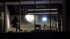 """Οι άνθρωποι που εργάζονται στη φωτογραφία και το τηλεοπτικό στούντιο στην επιχείρηση σταθμεύουν """"Silver City†, τ φιλμ μικρού μήκους"""