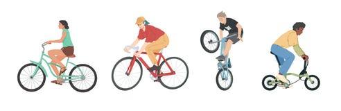 Οι άνθρωποι που οδηγούν τα ποδήλατα των διάφορων τύπων θέτουν, άνδρες, γυναίκες και παιδιά στα ποδήλατα απεικόνιση αποθεμάτων