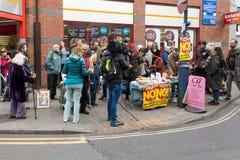 Οι άνθρωποι σε αντι UKIP διαμαρτύρονται το στάβλο στο νότο Thanet Στοκ Φωτογραφίες