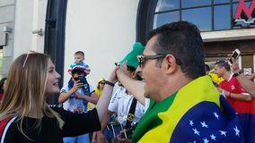 Οι άνθρωποι στη βραζιλιάνα εθνική ομάδα ποδοσφαίρου φορούν απόθεμα βίντεο