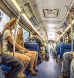 Οι άνθρωποι στο στο κέντρο της πόλης μετρό μεταφέρουν στο Μαϊάμι, ΗΠΑ Στοκ φωτογραφία με δικαίωμα ελεύθερης χρήσης