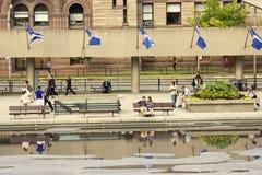 Οι άνθρωποι στο Nathan Phillips τακτοποιούν στο Τορόντο Στοκ Φωτογραφίες