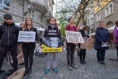 Οι άνθρωποι συμμετέχουν στη διαμαρτυρία οδών ενάντια στη ζωική δολοφονία στοκ φωτογραφία με δικαίωμα ελεύθερης χρήσης