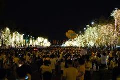 Οι άνθρωποι συλλέγουν για τα γενέθλια του ταϊλανδικού βασιλιά, ένας ταγματάρχης Στοκ Εικόνες