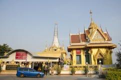 Οι άνθρωποι ταξιδεύουν και προσεύχονται σε Wat Kiriwong Στοκ φωτογραφίες με δικαίωμα ελεύθερης χρήσης