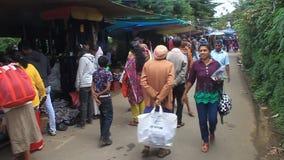 Οι άνθρωποι ψωνίζουν στην αγορά φιλμ μικρού μήκους