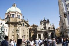 Οι άνθρωποι Czechia και οι ταξιδιώτες αλλοδαπών πηγαίνουν να επισκεφτούν το λυτρωτή ή Salvator του ST εκκλησιών Στοκ φωτογραφία με δικαίωμα ελεύθερης χρήσης