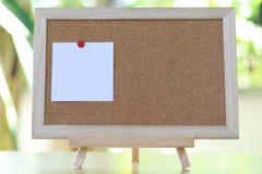 Οι άσπρες σημειώσεις για τους ξύλινους πίνακες και έχουν το διάστημα αντιγράφων Στοκ εικόνες με δικαίωμα ελεύθερης χρήσης