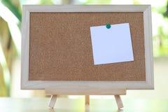 Οι άσπρες σημειώσεις για τους ξύλινους πίνακες και έχουν το διάστημα αντιγράφων Στοκ φωτογραφίες με δικαίωμα ελεύθερης χρήσης