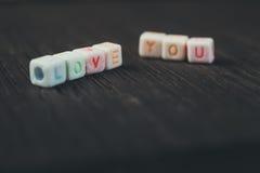 Οι λέξεις σας αγαπούν που γράφεστε στους κεραμικούς φραγμούς Στοκ εικόνες με δικαίωμα ελεύθερης χρήσης