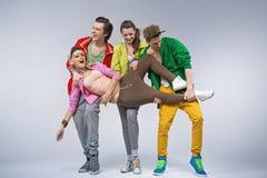 Οι έφηβοι χιπ-χοπ που κάνουν αστείοι θέτουν Στοκ Φωτογραφία