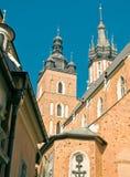Οι αίθουσες υφασμάτων και η εκκλησία της κυρίας μας στην Κρακοβία Στοκ εικόνες με δικαίωμα ελεύθερης χρήσης