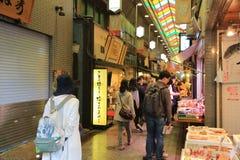 Οι αγοραστές περπατούν κατά μήκος Demachi Masugata Archade Στοκ φωτογραφίες με δικαίωμα ελεύθερης χρήσης