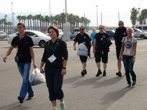 Οι αθλητικές ομάδες έρχονται στο ολυμπιακό πάρκο ΤΥΠΟΣ 1 του Sochi Autodrom 2014 ΡΩΣΙΚΑ GRAND PRIX Στοκ εικόνες με δικαίωμα ελεύθερης χρήσης