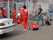 Οι αθλητικές ομάδες έρχονται στο ολυμπιακό πάρκο ΤΥΠΟΣ 1 του Sochi Autodrom 2014 ΡΩΣΙΚΑ GRAND PRIX Στοκ Φωτογραφία