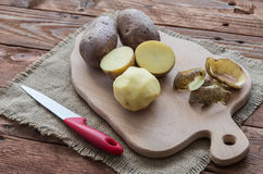 Οι ακατέργαστες πατάτες Στοκ εικόνα με δικαίωμα ελεύθερης χρήσης