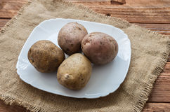 Οι ακατέργαστες πατάτες Στοκ εικόνες με δικαίωμα ελεύθερης χρήσης