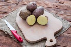 Οι ακατέργαστες πατάτες Στοκ Εικόνα