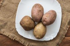 Οι ακατέργαστες πατάτες Στοκ Φωτογραφία