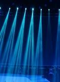 οι ακτίνες λέιζερ θέτουν το στάδιο στο επίκεντρο Στοκ εικόνα με δικαίωμα ελεύθερης χρήσης