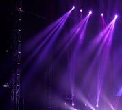 οι ακτίνες λέιζερ θέτουν το στάδιο στο επίκεντρο Στοκ φωτογραφία με δικαίωμα ελεύθερης χρήσης