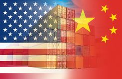 Οι αμερικανικές και κινεζικές σημαίες επέβαλαν πέρα από τα εμπορευματοκιβώτια που αντιπροσωπεύουν το εμπόριο μεταξύ των δύο χωρών διανυσματική απεικόνιση