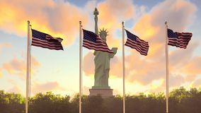 Οι αμερικανικές σημαίες κυματίζουν στον αέρα σε μια ανατολή ενάντια στο μπλε ουρανό και το άγαλμα της ελευθερίας Το σύμβολο φιλμ μικρού μήκους