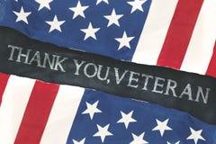 Οι αμερικανικές σημαίες με τη γραφή σας ευχαριστούν, παλαίμαχος στοκ εικόνες με δικαίωμα ελεύθερης χρήσης