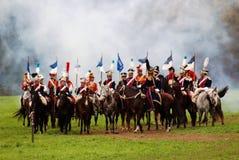 Οι αναβάτες αλόγων σε Borodino μάχονται την ιστορική αναπαράσταση στη Ρωσία Στοκ Εικόνα