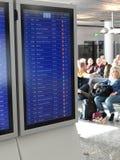 Οι αναχωρήσεις πτήσης παρουσιάζονται στα όργανα ελέγχου Στοκ φωτογραφίες με δικαίωμα ελεύθερης χρήσης