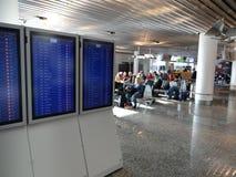 Οι αναχωρήσεις πτήσης παρουσιάζονται στα όργανα ελέγχου Στοκ Φωτογραφία
