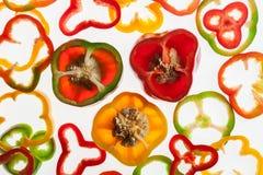 Οι αναδρομικά φωτισμένες φέτες του πιπεριού, αφαιρούν το κατασκευασμένο υπόβαθρο Στοκ Εικόνες