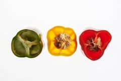 Οι αναδρομικά φωτισμένες φέτες του φωτεινού σηματοδότη πιπεριών, αφαιρούν το κατασκευασμένο υπόβαθρο Στοκ εικόνα με δικαίωμα ελεύθερης χρήσης