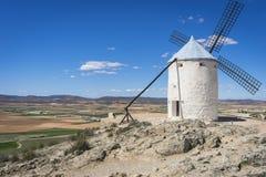 οι ανεμόμυλοι, μύλοι μυθική Καστίλλη δημητριακών στην Ισπανία, φορούν Δον Κιχώτης, στοκ εικόνα με δικαίωμα ελεύθερης χρήσης