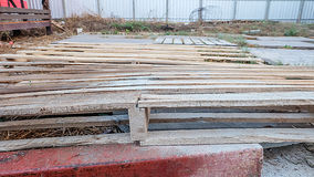 οι απομονωμένες παλέτες δίνουν άσπρο ξύλινο Στοκ φωτογραφίες με δικαίωμα ελεύθερης χρήσης